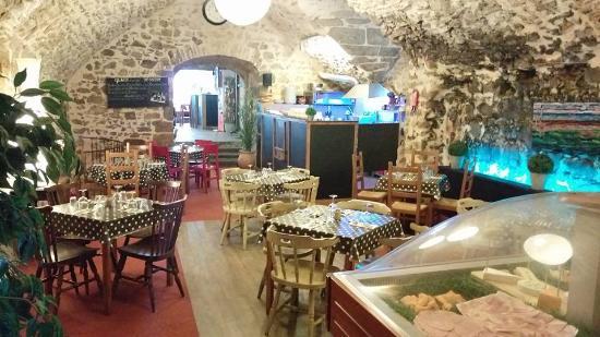 La Petite Fontaine Cave Dining