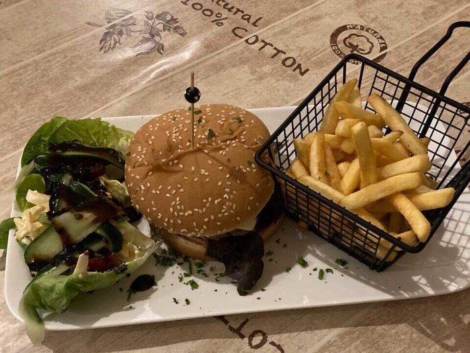 La Petite Fontaine Burger
